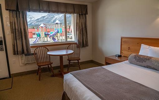 Hotel Room 1 Queen