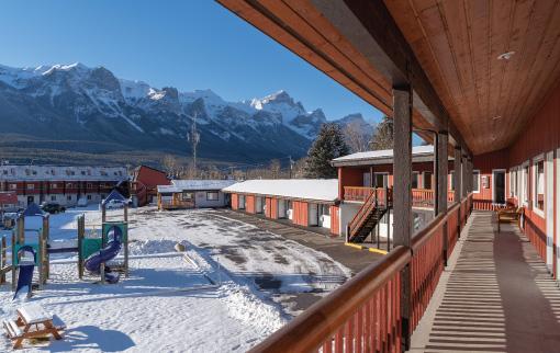 Canmore Ski Lodge - Winter